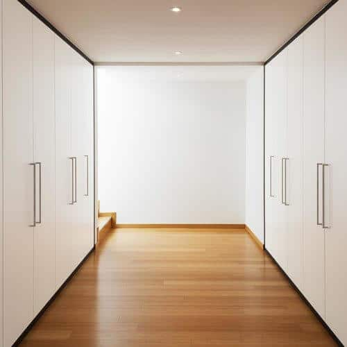 Wandschränke als Zimmer
