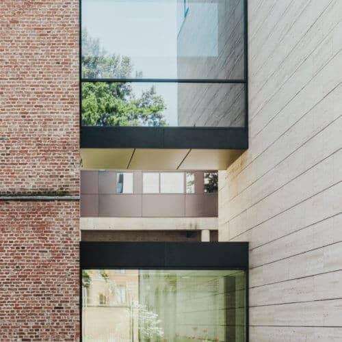 Fenster und Backsteinwand