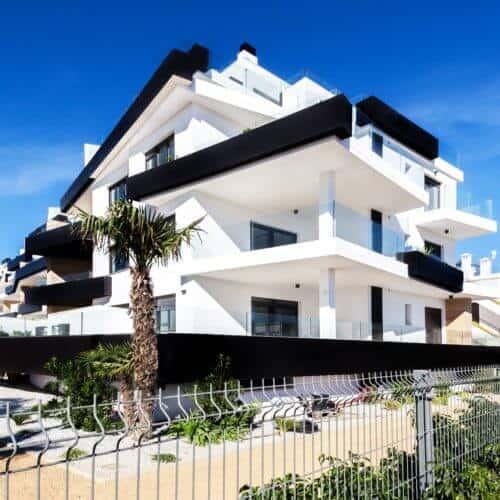 Schwarz-Weißes Haus Avdic Immobilien